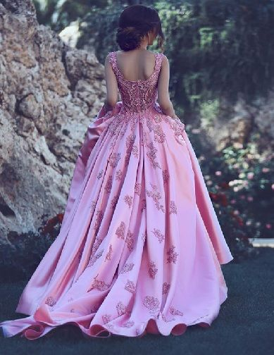 b84a8b71739 45 Trendy Engagement Outfits that are Jaw Dropping