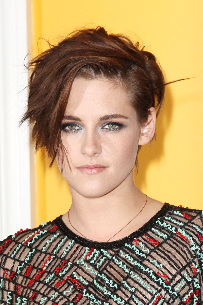 Kristen Stewart Has A New Short Haircut And The Most Amazing Smoky