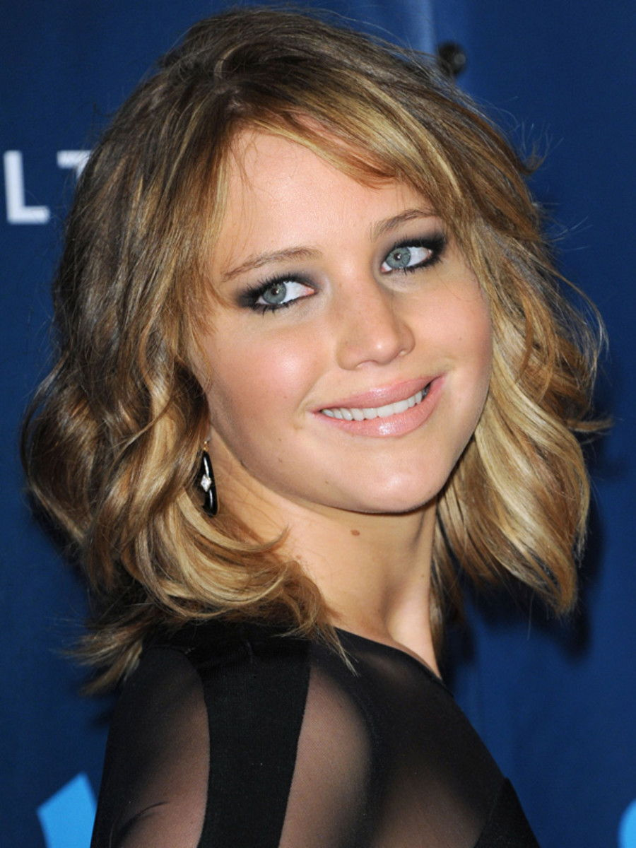 Look Jennifer Lawrence Cut Her Hair Into A Long Wavy Bob